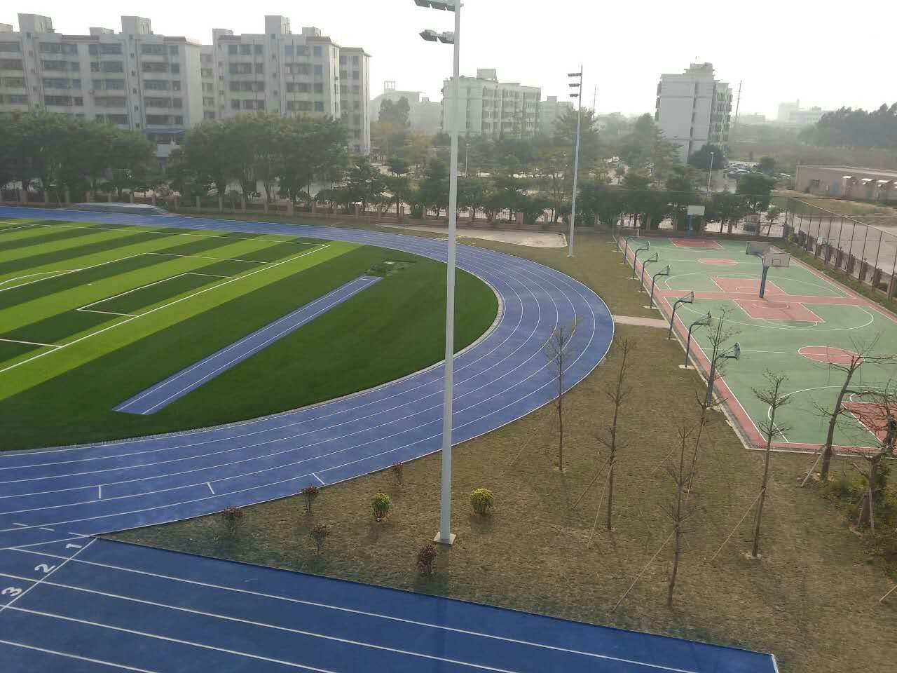 珠海市金洲小学运动场!珠海第一条蓝色塑胶跑道及11人