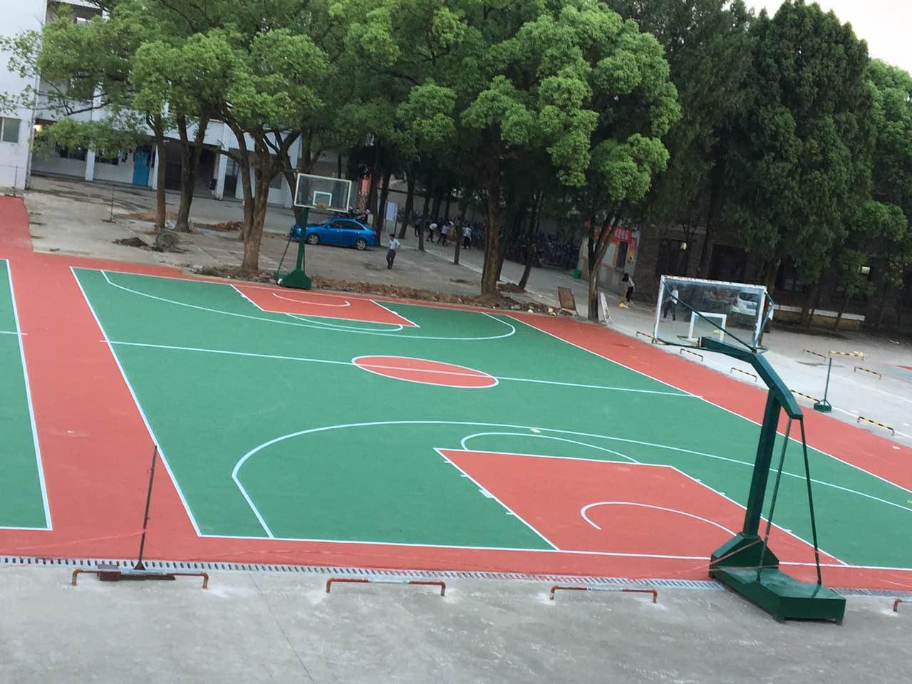 万安实验中学篮球场