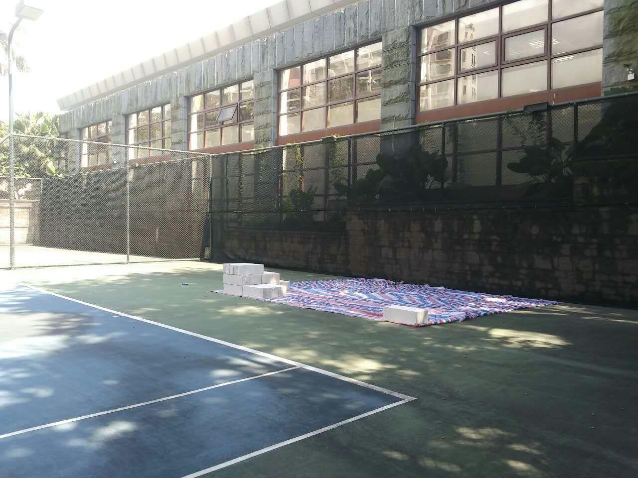 华发新城网球场翻新改造