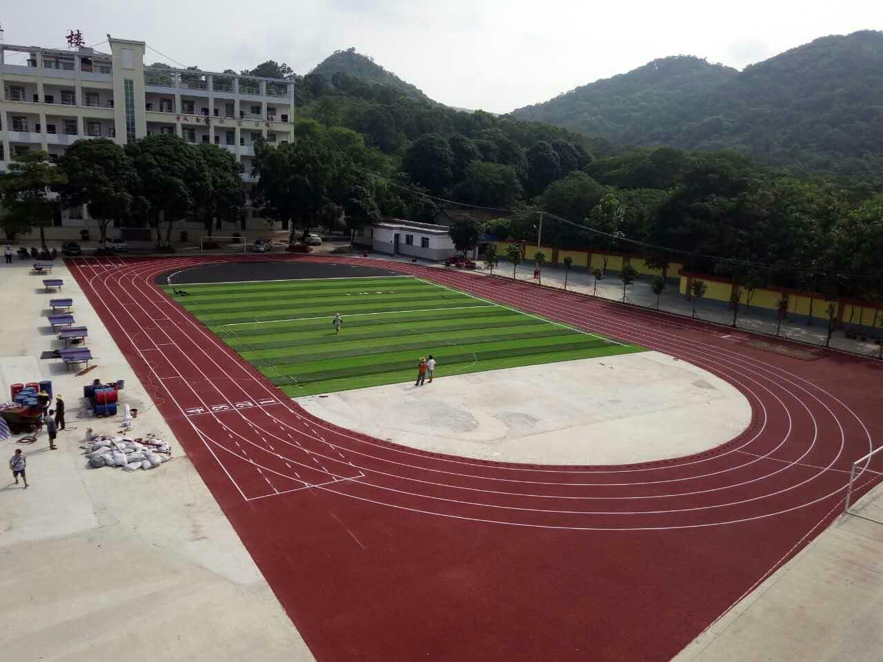 中学透气型跑道运动场