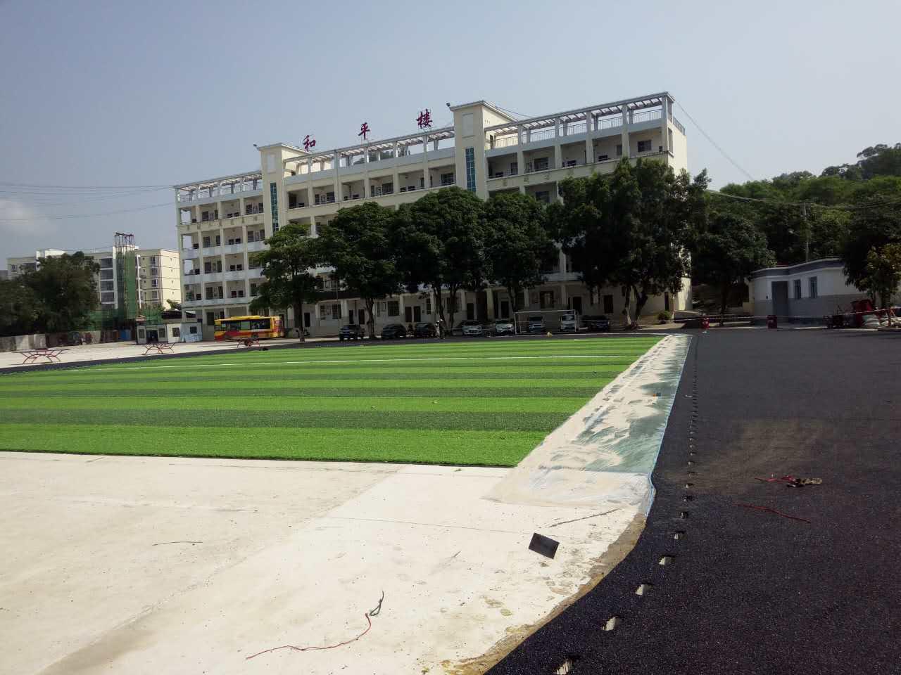 人造草坪足球场铺设