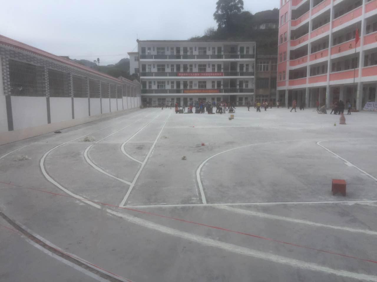 小学篮球场跑道