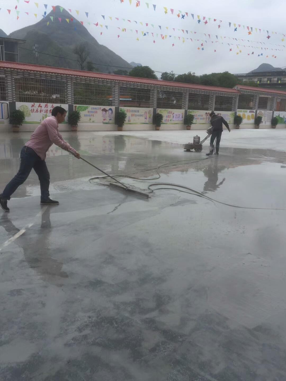 丙烯酸篮球场施工 基础打磨