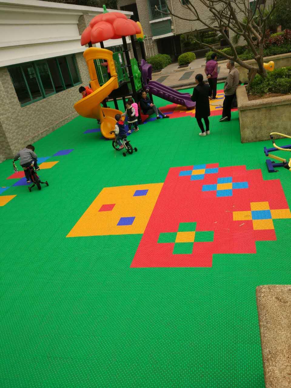 火炬开发区汇雅花园儿童游乐区软质拼装地板