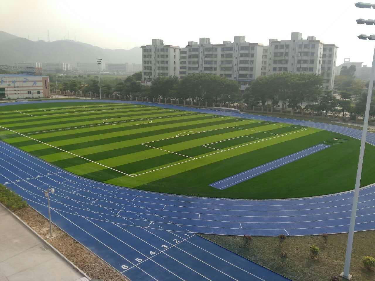 珠海市金洲小学运动场!珠海第一条蓝色塑胶跑道及11人制人造草坪足球场