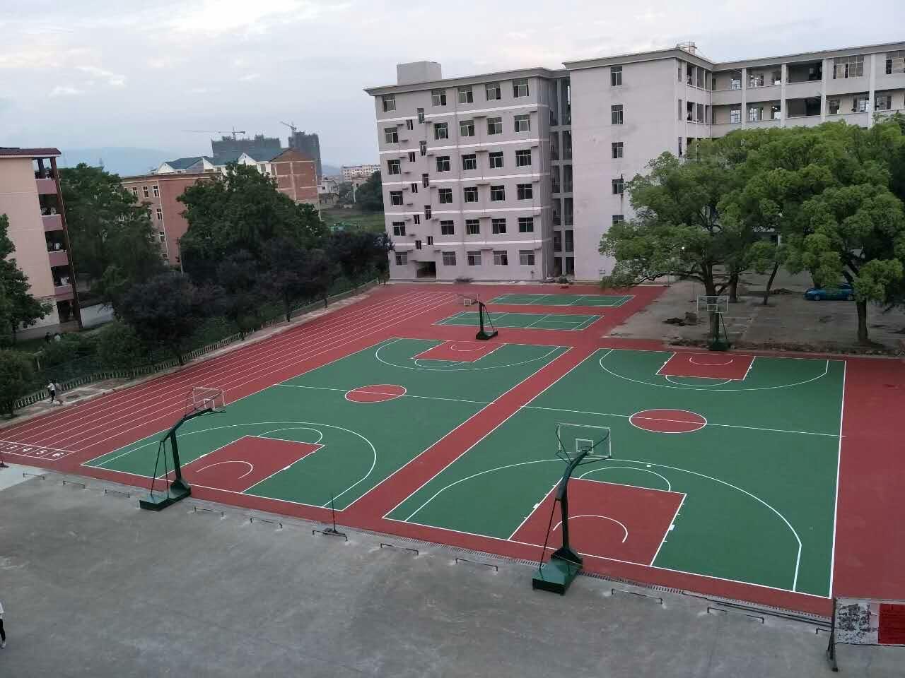 江西省万安县实验中学运动球场二期  水性丙烯酸跑道+篮球场+羽毛球场!