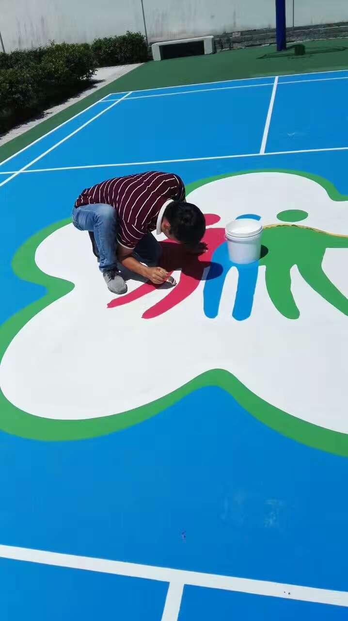珠海市平沙平塘村委 室外丙烯酸羽毛球场及地面图案