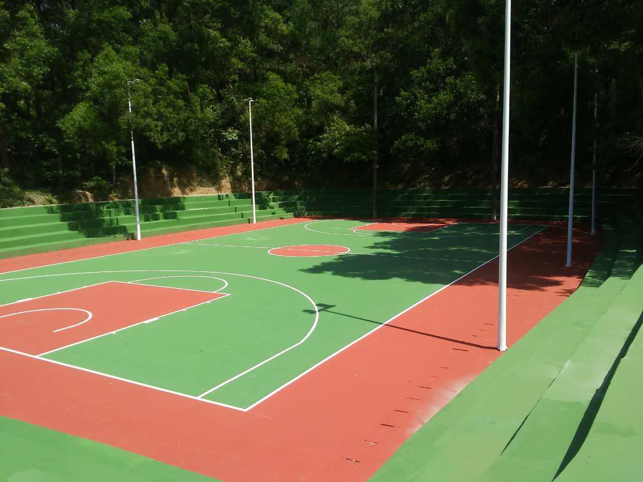 珠海市社区全民健身工程接近尾声  香洲竹苑社区丙烯酸篮球场及看台阶梯美化工程完工