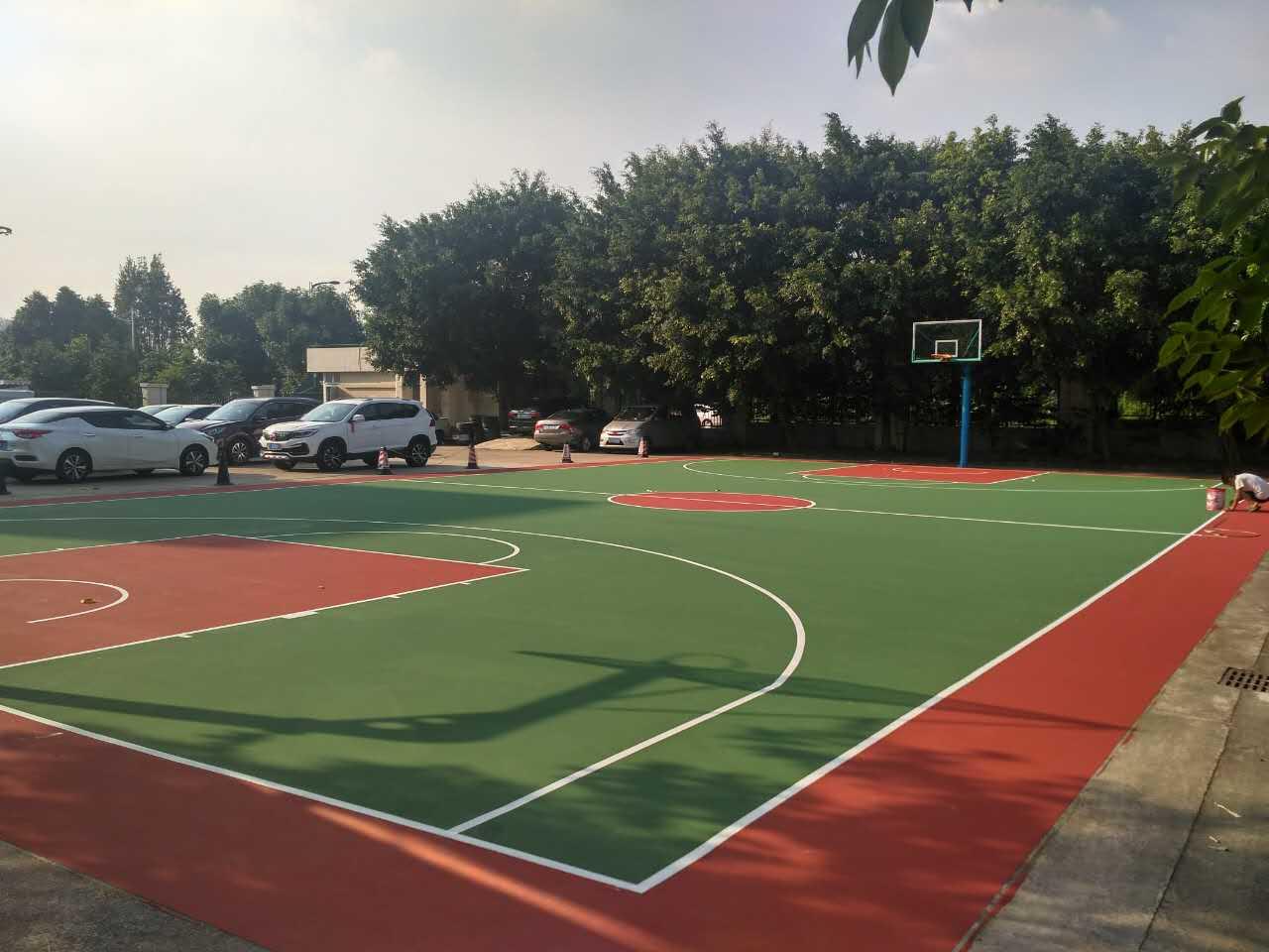 中山市奥美森智能设备有限公司 宿舍区室外丙烯酸篮球场