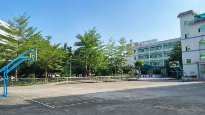 公司从现在开始对旧有的篮球场地进行全面翻新丙烯酸球场凯发k8国际网址