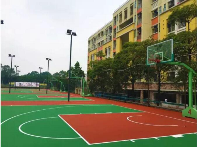 南区篮球场装修成一个崭新的球场,篮球场特别新新新,约三五知己练球去!