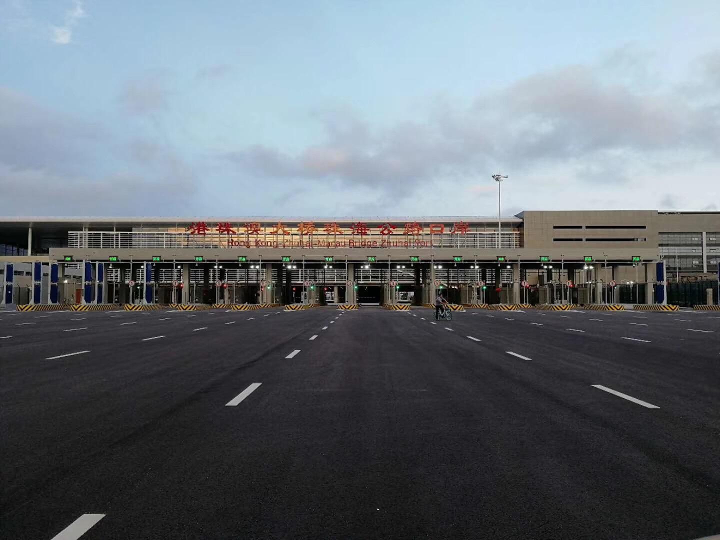 港珠澳大桥珠澳口岸收工