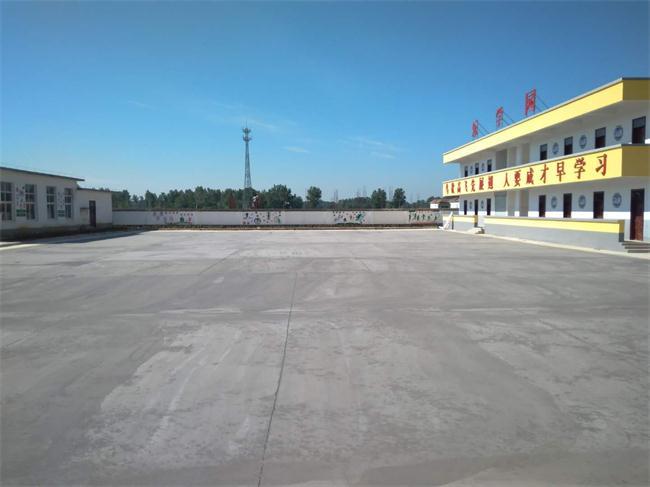 河南淮滨县郑寨小学跑道篮球运动场